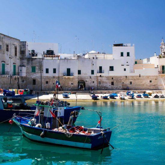 Capodanno in Puglia  Visite di Bari, Polignano a mare,  le grandi cattedrali  del romanico pugliese: Bitonto e Ruvo  I trulli di Alberobello,  i borghi di Gravina e Irsina